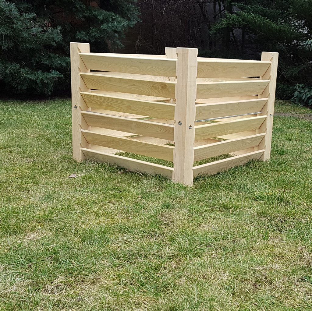 Timberrud kompostbeholder Brage set fra lige vinkel